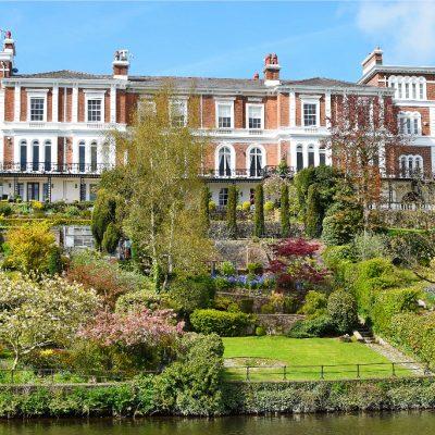 イギリス、チェスターで豪邸を見ながらボートクルーズ観光